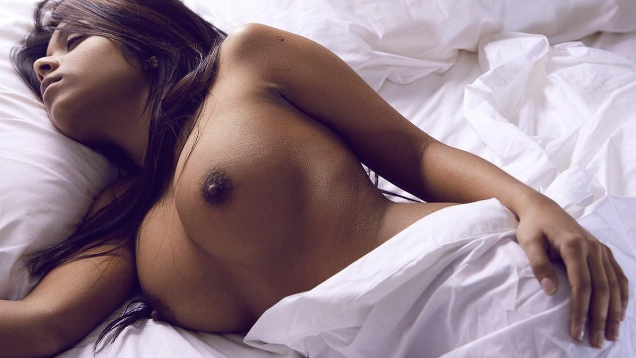 Черно белое фото девушек с большой грудью 22 фотография
