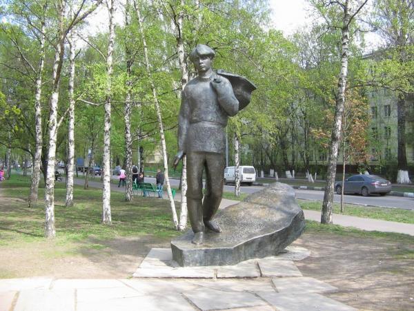 Где находится памятник есенину