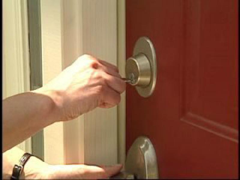 Как сделать чтобы закрывалась дверь