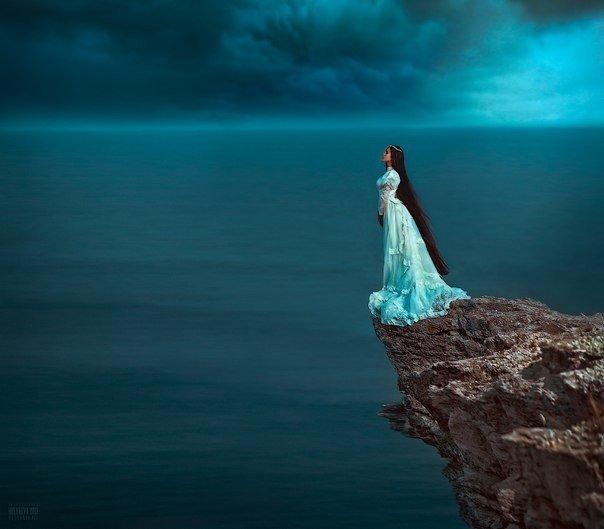 а берега все идут навстречу лодке лаская глаза и душу красотой