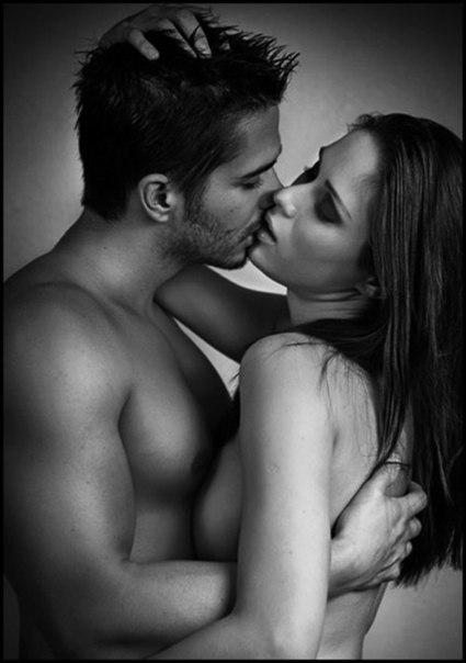 Фото как целуются голые парень и девушка