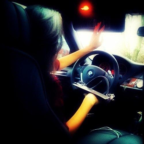 картинки девушка за рулём на аву