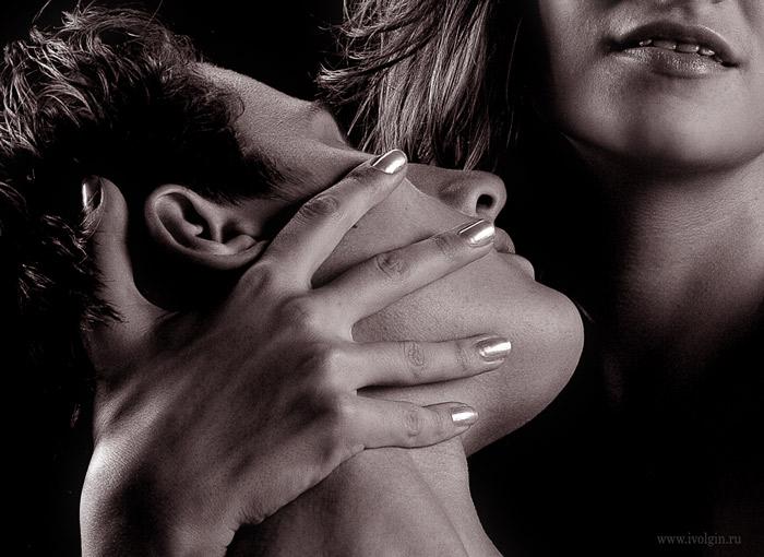 скачать черно белое фото он и она любовь