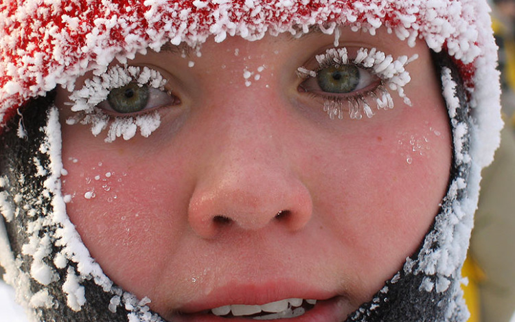 Картинки девушка зимой смешные, открытку
