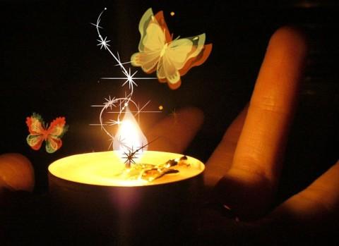 свеча горит очень ярким поаменем что это маленькая трудолюбивая машинка