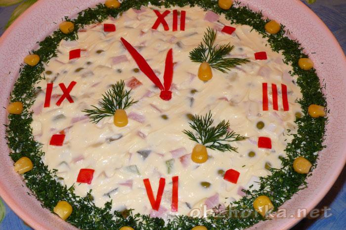 Как украсить новогодний салат Оливье!