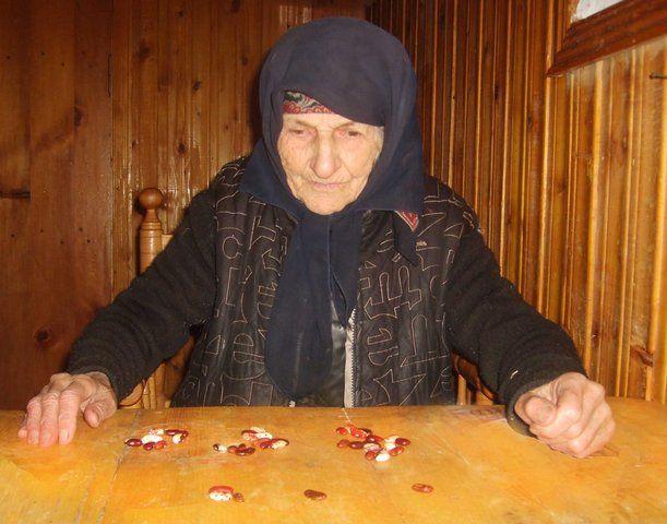 Дух бабушки пожаловался внучке на то, что чужие люди уничтожили ее могилу