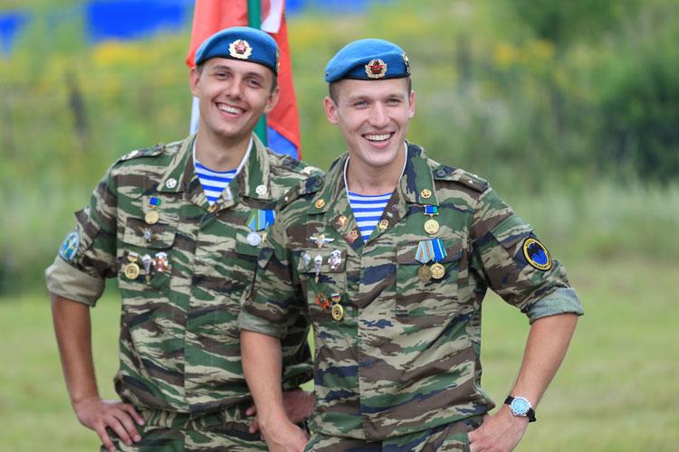 Военные в форме фото парни