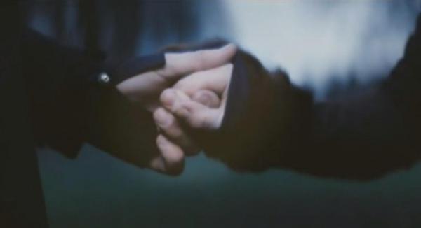 Дай мне свою руку малая держу не отпуская