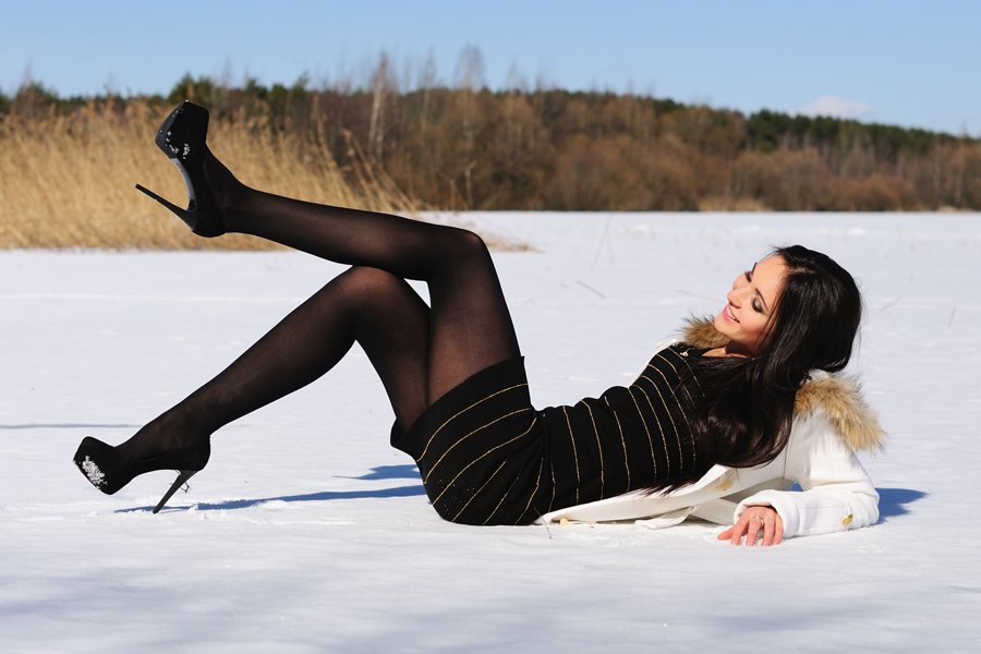 частное фото в чулках на снегу