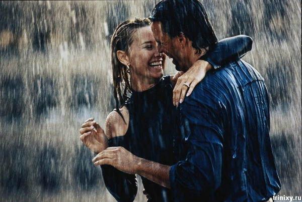 влюбленные под дождем. фото