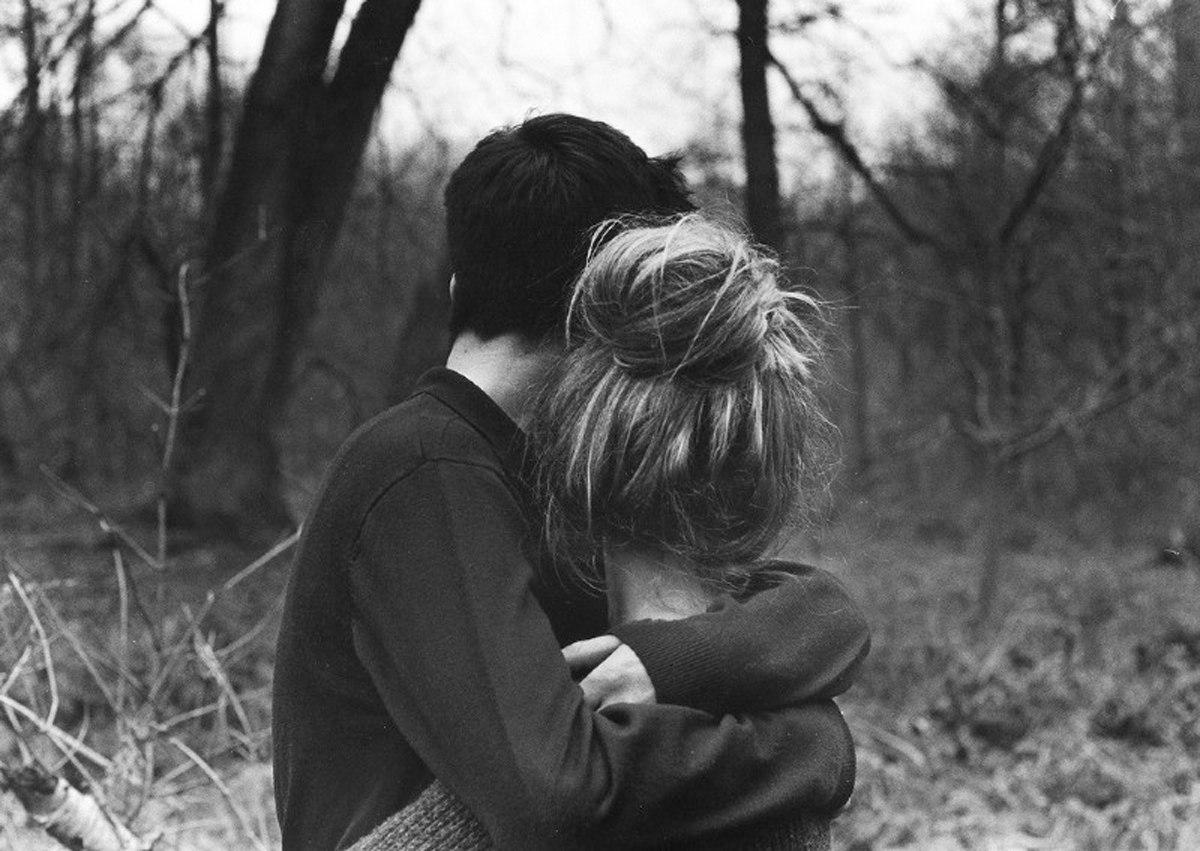 Черный и белый парень и девушка 1 фотография