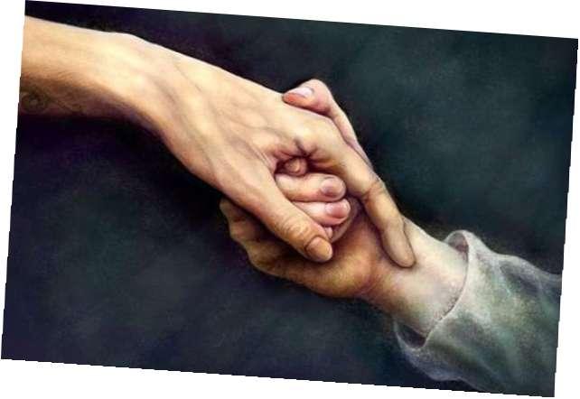 Парень держит в своих руках мои руки 288