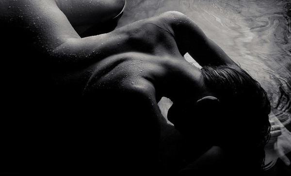 грудь в темноте фото
