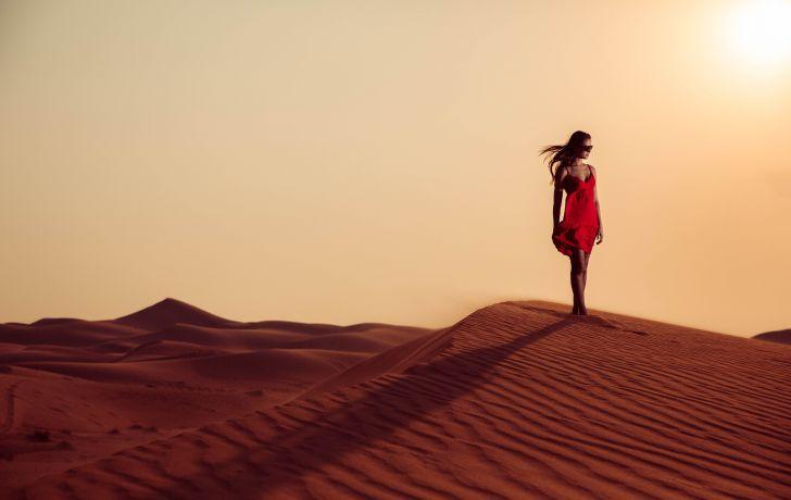 Фото девушки в пустыне фото 128-681
