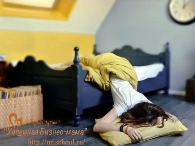 девушка в кровати фото