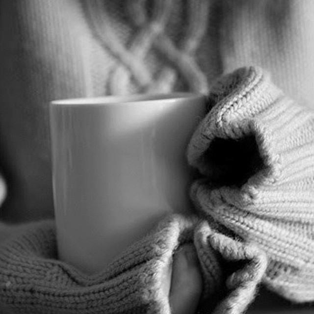 Шерстяное одеяло охлаждает кастрюлю с горячей пищей