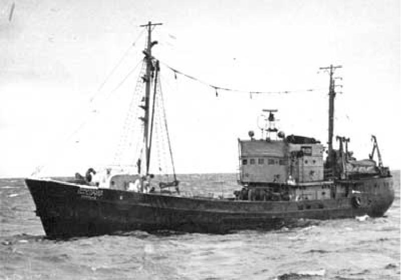 фото срт средний рыболовный траулер