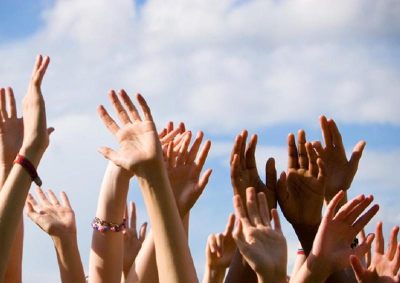 Подними свои руки выше все выше и