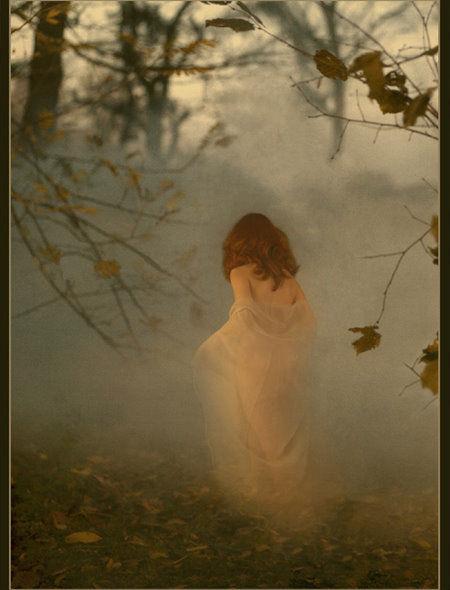 картинка уходящая женщина