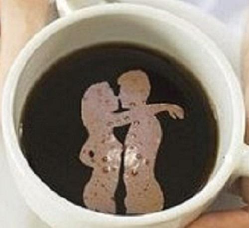 Силуэт девушки на кофейной гуще
