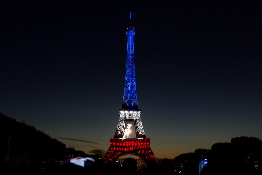 french essays on paris Upon arriving in paris, i first went to see the illuminated eiffel tower at night after waiting on a long line, finally getting on the cramped elevator reminded me of being on a new york city subway at rush hour as i could barely breathe.