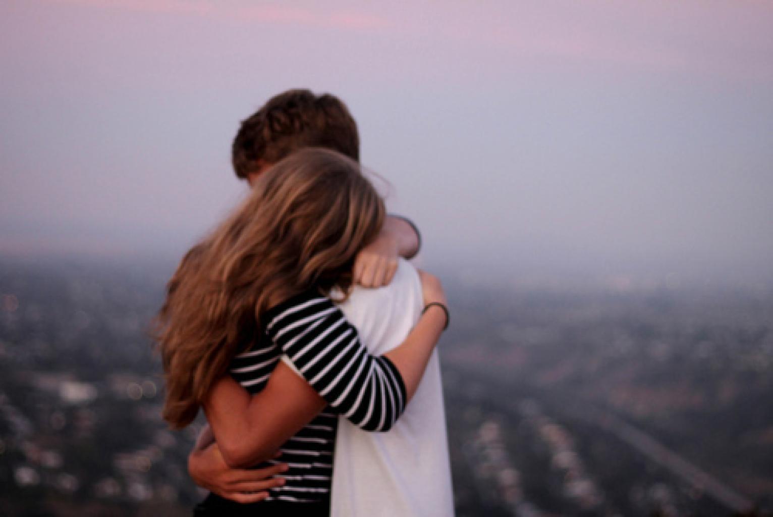 Фото подруг как они обнимаются 10 фотография