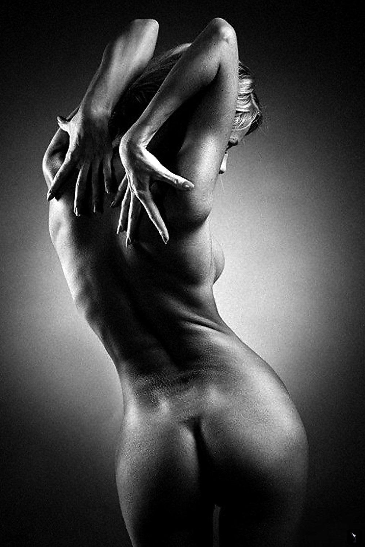 Фото обнаженного женского тела