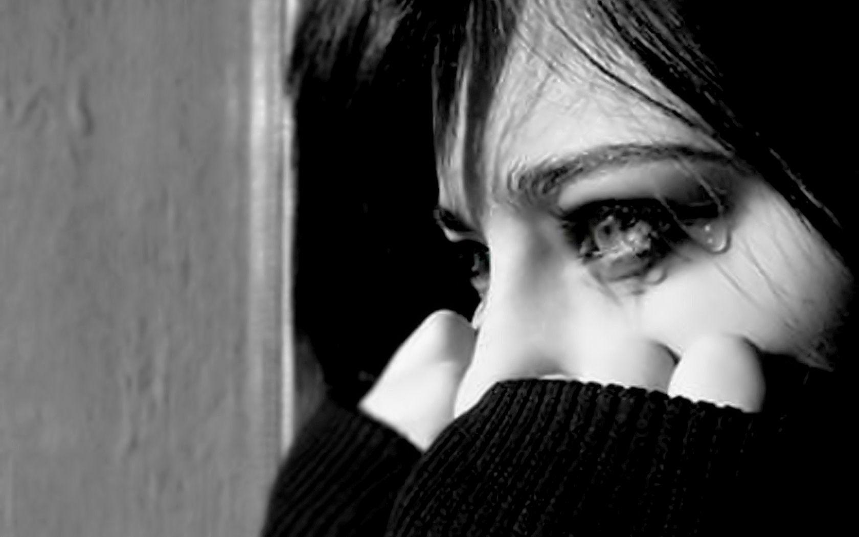 Картинки грустных девушек со слезами с надписями