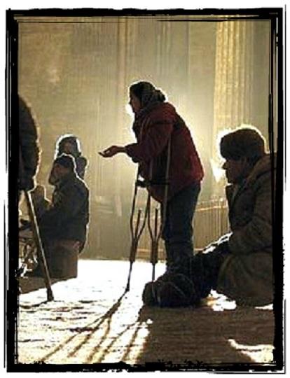 нищий у церкви фото