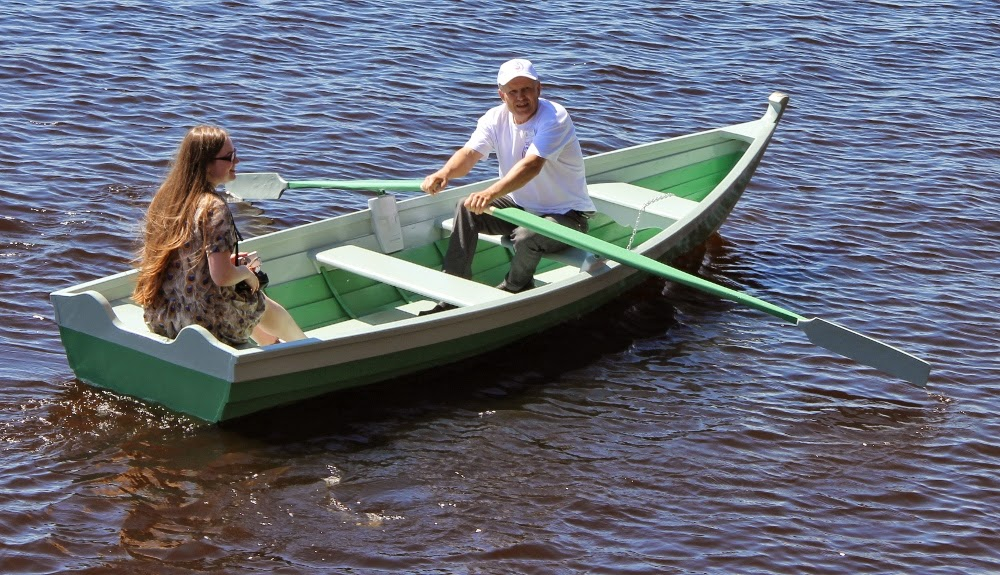 лодка с веслами фото
