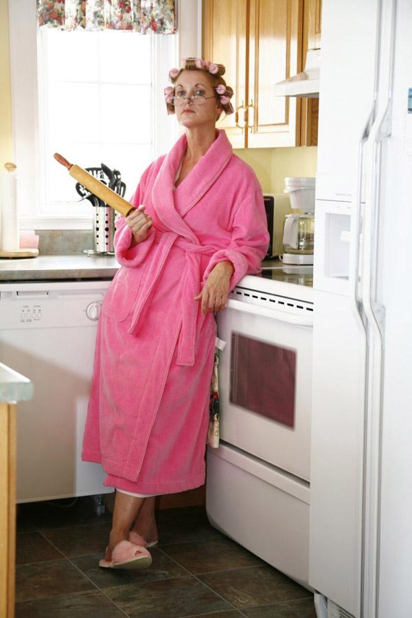 Жена должна быть босая беременная и на кухне 35