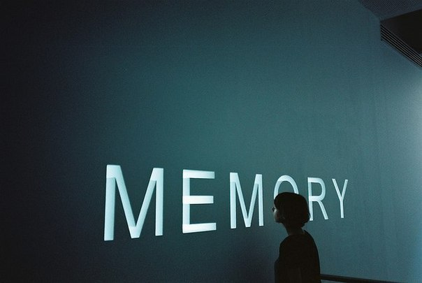 Картинка с надписью мемори