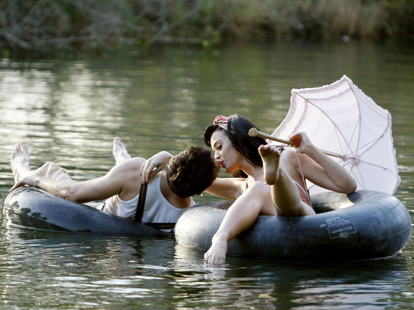 smotret-seks-na-reke