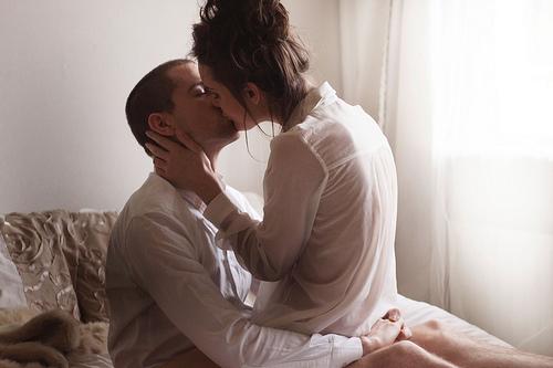 любовная пара в постели фото