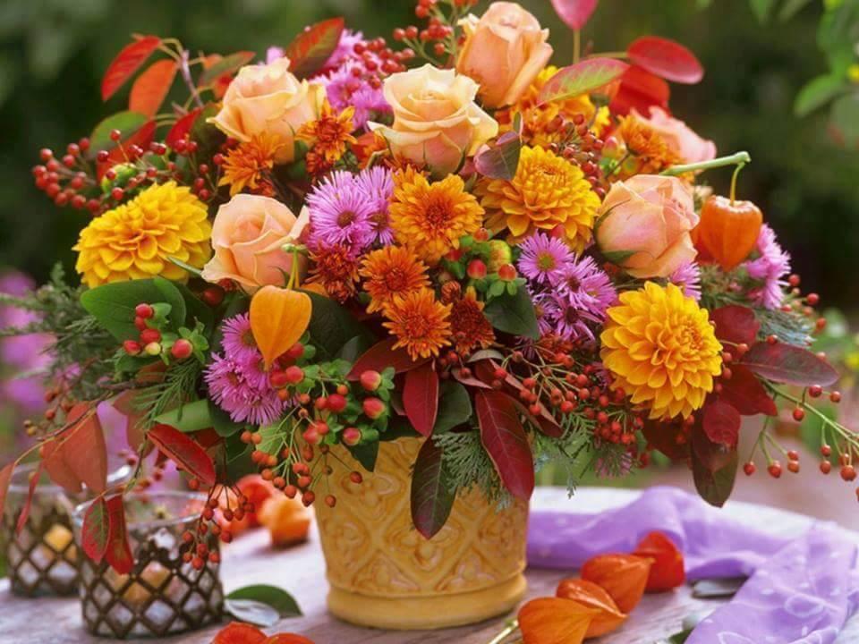 Поздравить женщину с днем рождения открытка с осенними цветами