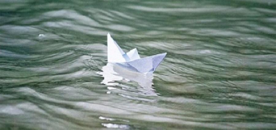 Плывет бумажный кораблик гифка