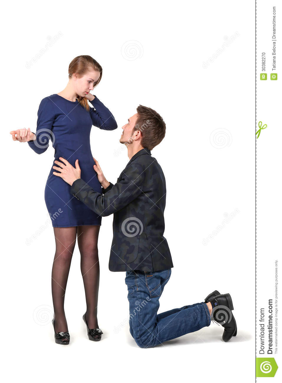 porno-zhena-zastavlyaet-muzha-slizivat-spermu