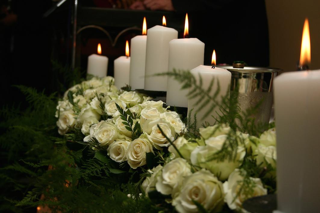 Фото со свечами и цветами