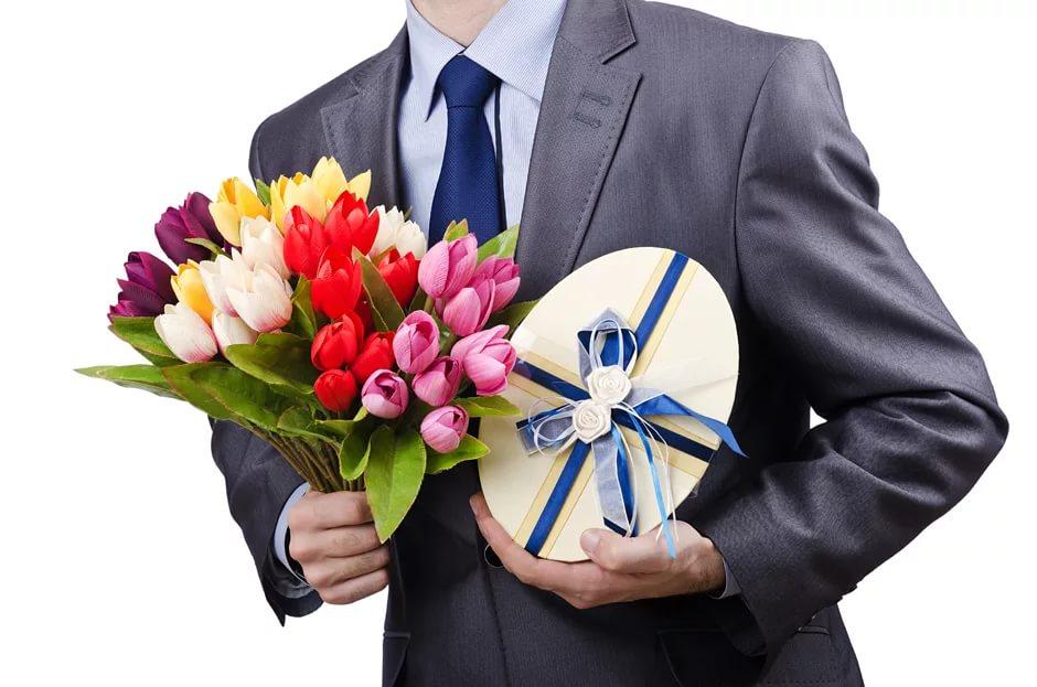 Какие цветы подарить подчиненным на 8 марта, букет