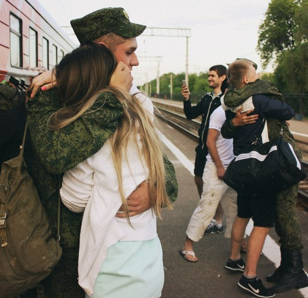 russkie-devushki-vstretili-parnya