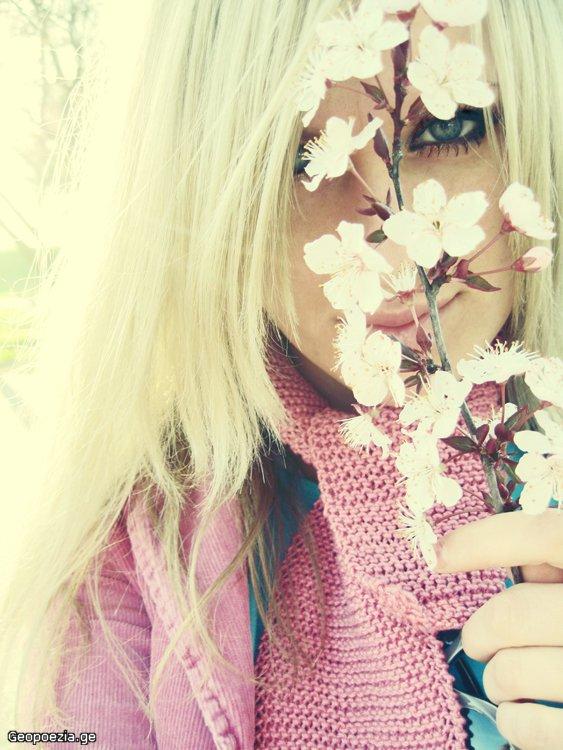 Фото на аву девушка без лица весной