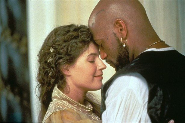 the similarities and differences between the characters of desdemona and emilia in othello a 1604 pl Shakespeares tragedy othello, written in 1604 the similarities between these two men go far more on comparison and contrast paper of macbeth and othello.