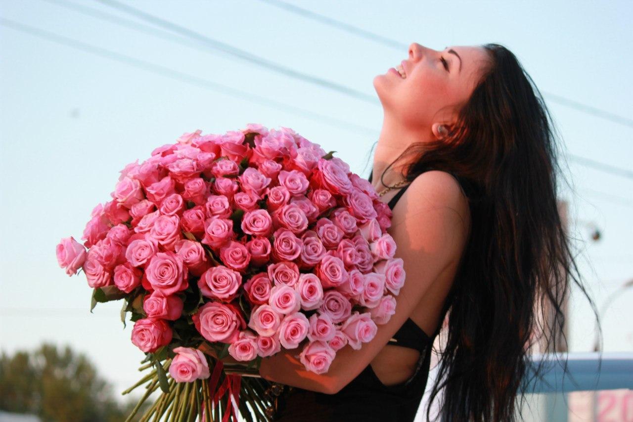Фото девушек с цветами на день рождения