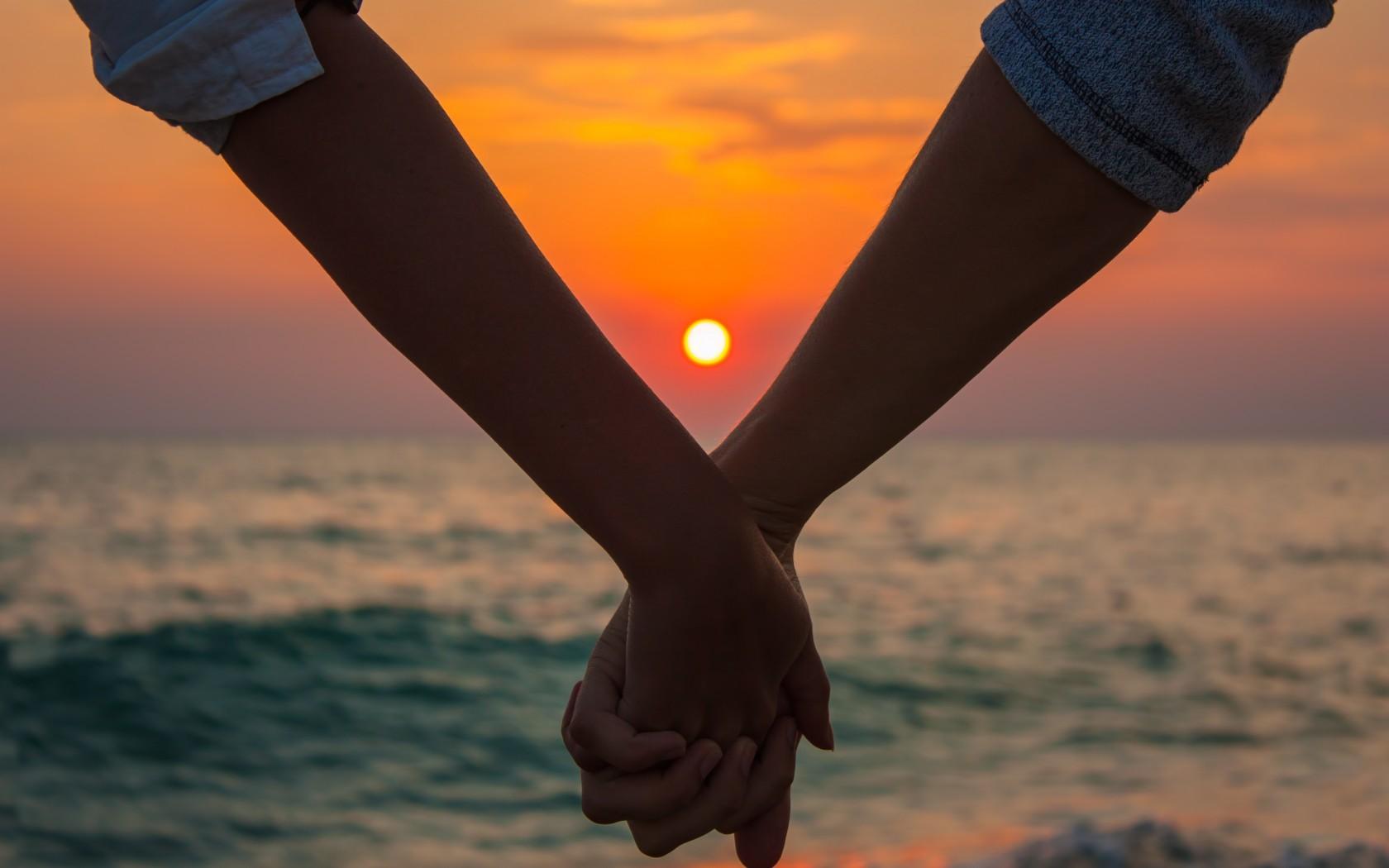 Фотки рука об руку