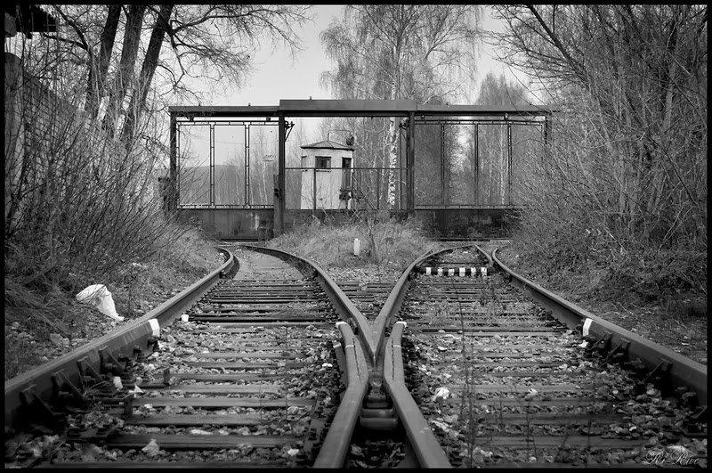 Почему фото на железнодорожных путях моветон два объекта