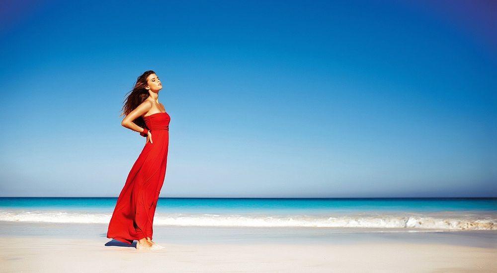 Красивые фото девушек на пляже в платьях