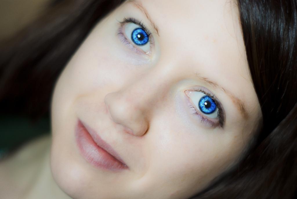 люди с синими глазами фото они