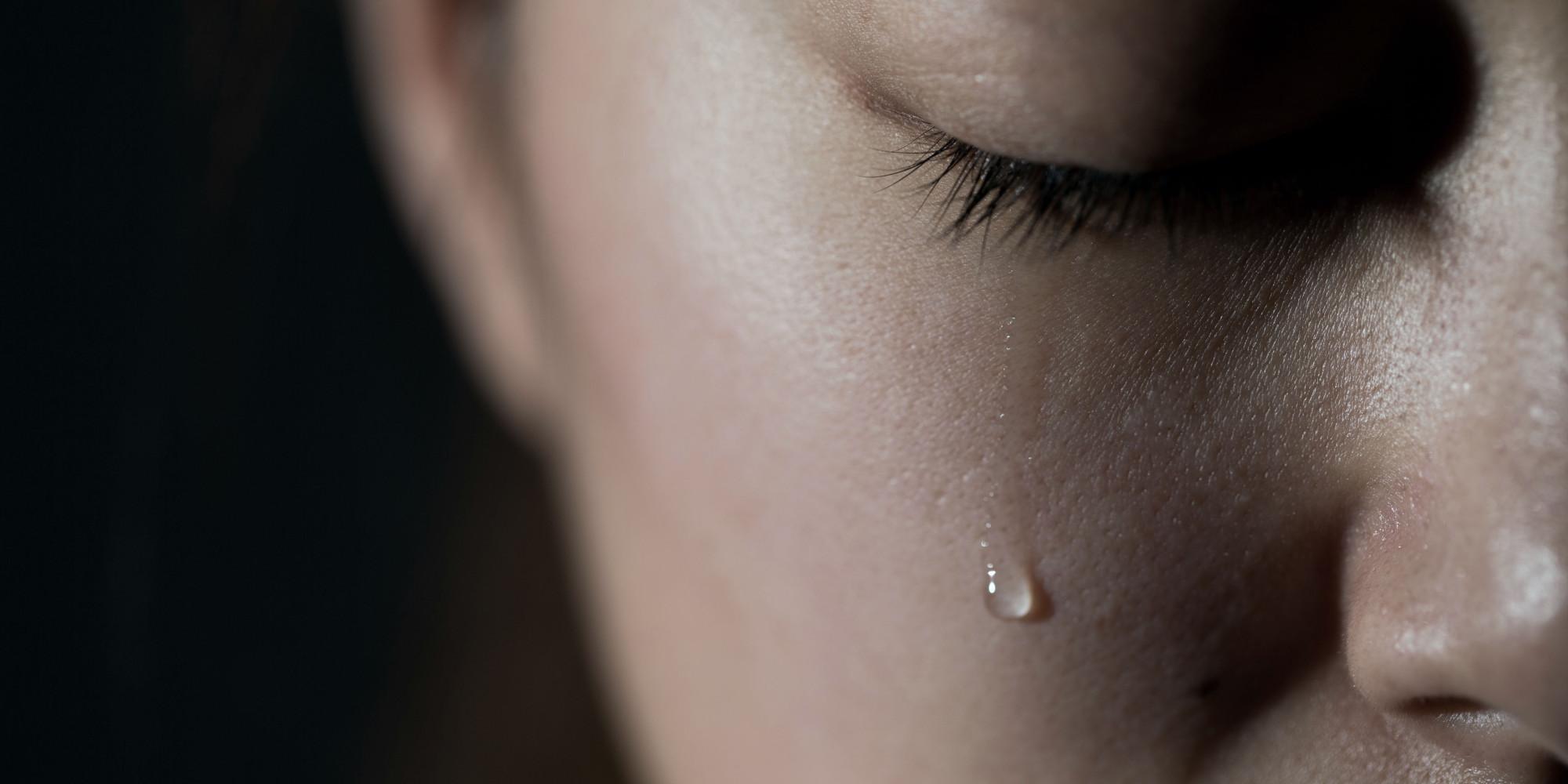 Картинка со слезами на щеке