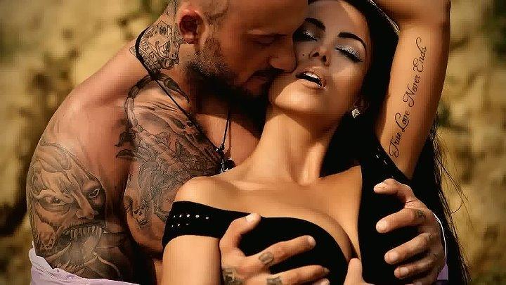 Трогать за грудь